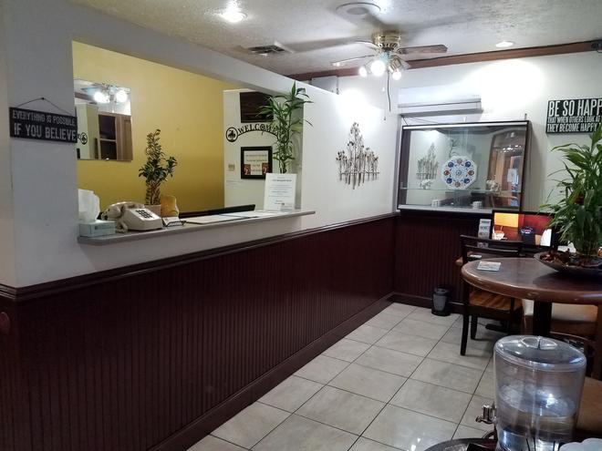 The Marigold Hotel - Pendleton - Front desk