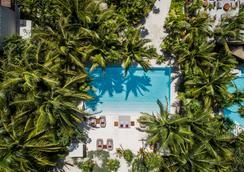 哈施塔酒店 - 圖倫 - 圖盧姆 - 游泳池