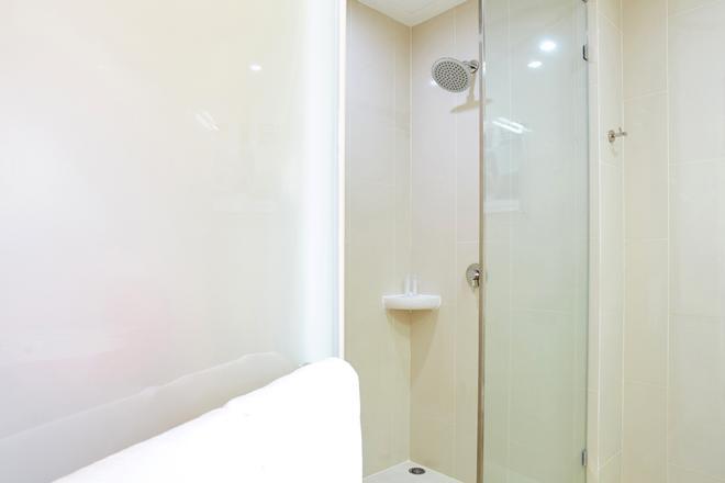 Red Planet Phuket Patong - Patong - Bathroom