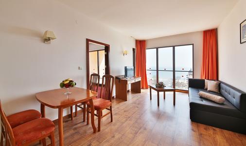 Prestige Hotel & Aquapark - Golden Sands - Living room