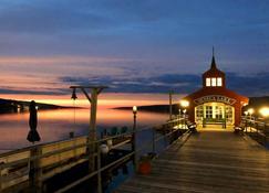Watkins Glen Harbor Hotel - Watkins Glen - Вид снаружи