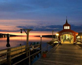 Watkins Glen Harbor Hotel - Watkins Glen - Outdoors view