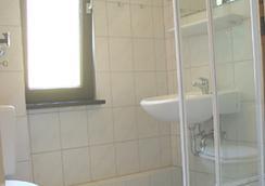 Sunshinehouse - Berlin - Bathroom
