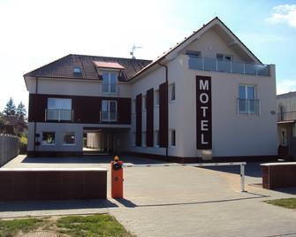 Motel Senec - Senec - Gebouw