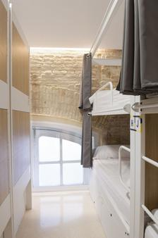 UP Station Hostel - Valencia - Makuuhuone