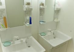 Umbrella House Osaka - Hostel - Osaka - Bathroom