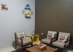 Shakilla Guest House Cianjur - Cianjur - Living room