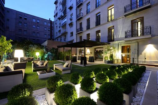 Hotel Único Madrid - Small Luxury Hotels of the World - Madrid - Building