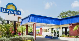 Days Inn by Wyndham Fort Myers Springs Resort - Fort Myers - Edificio