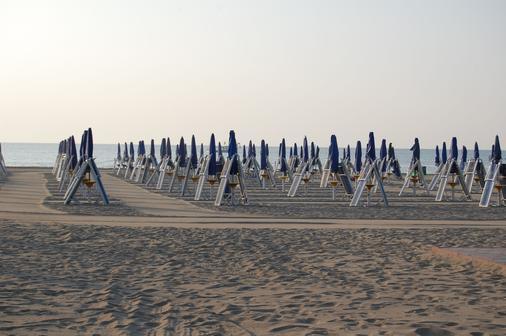 Oasis Lagoon & Residence - Venice - Beach