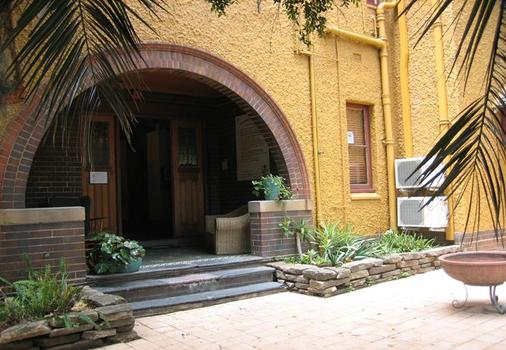 Burwood Bed And Breakfast - Burwood - Hotel Entrance