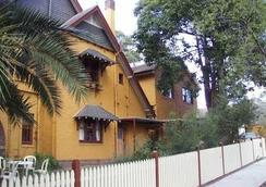 Burwood Bed And Breakfast - Burwood - Building