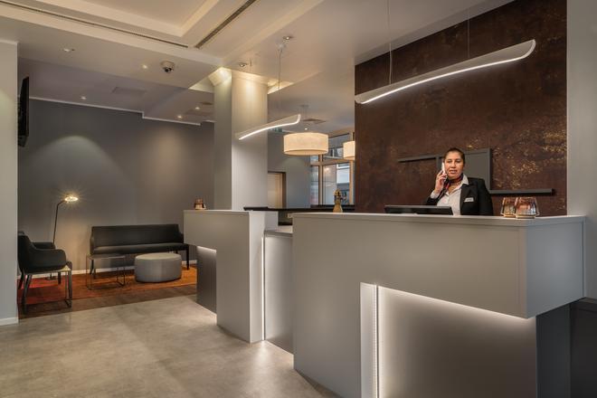 Select Hotel Wiesbaden City - Wiesbaden - Front desk