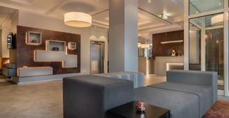 Select Hotel Wiesbaden City - Wiesbaden - Front desk