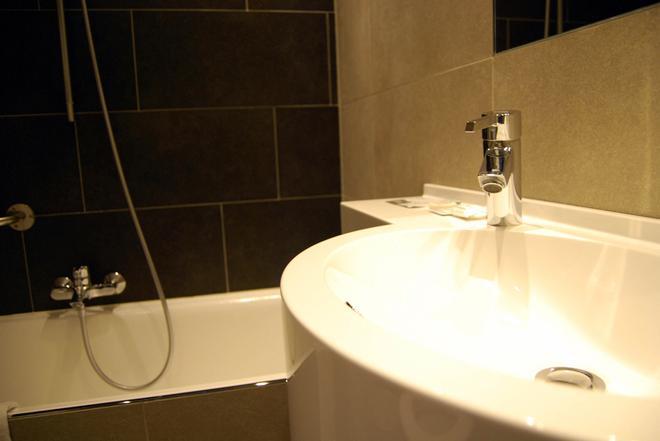Hotel Melinda - Ostend - Bathroom