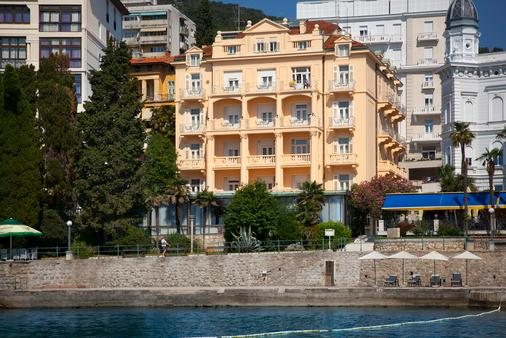 Smart Selection Hotel Lungomare Opatija - Opatija - Building