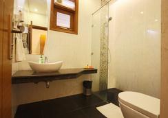 Fabhotel Grd Dlf Square - Gurgaon - Bathroom