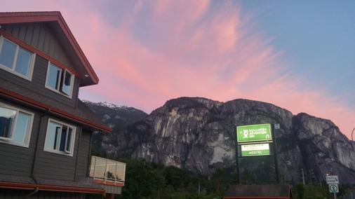 Squamish Adventure Inn - Squamish - Näkymät ulkona