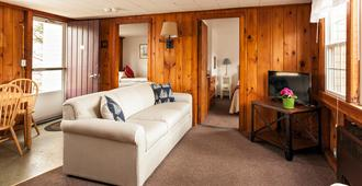 The Seagrove Suites & Guest Rooms - Eastham - Living room