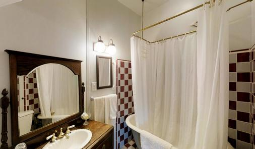Cedar Gables Inn - Napa - Bathroom