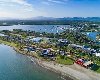 Hilton Fiji Beach Resort and Spa - Nadi - Building