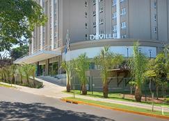 Hotel Deville Prime Campo Grande - Campo Grande - Bangunan