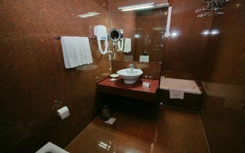 Petra Moon Hotel - Wadi Musa - Bathroom