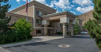 Wood River Inn & Suites - Hailey