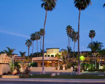 Atrium Hotel at Orange County Airport - Irvine - Bina