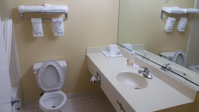 諾克羅斯戴斯套房酒店 - 皮奇特里科納斯 - 諾克羅斯 - 浴室