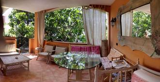 B&B Casa Derosas - Golfo Aranci - Außenansicht