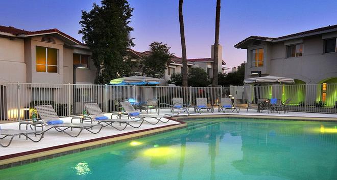 Residence Inn by Marriott Tempe - Tempe - Uima-allas