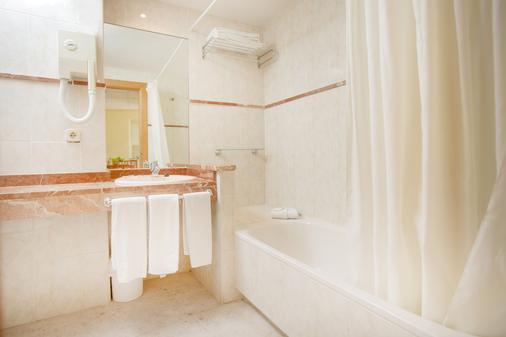 三錨酒店 - 干迪亞 - 甘迪亞 - 浴室