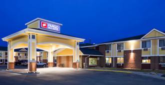 Fargo Inn & Suites - Fargo