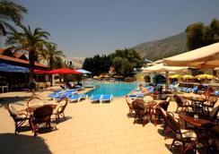 Grand Üçel 酒店 - 費特希耶 - 費特希耶 - 游泳池