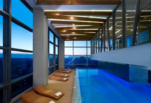DoubleTree by Hilton Zagreb - Zagreb - Pool