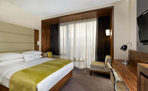 DoubleTree by Hilton Zagreb - Zagreb - Bedroom