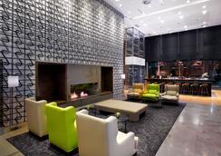 DoubleTree by Hilton Zagreb - Zagreb - Lobby