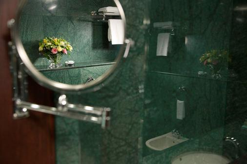 Grand Hotel Sofia - Sofia - Bathroom