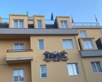Hotel Bristol - Енна - Building