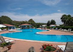 جيوفيليدج هوتل - أولبيا - حوض السباحة