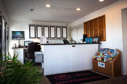 Town And Country Motel - Osage Beach - Front desk