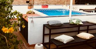 Oasis Backpackers' Hostel Sevilla & Coworking - Σεβίλλη - Πισίνα