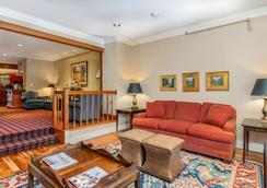 Grey Fox Inn - Stowe - Lobby