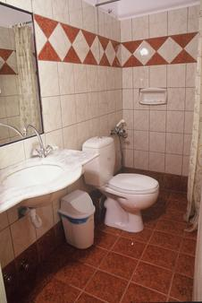 Hotel Marko - Loutraki - Bathroom