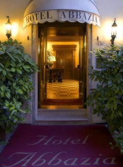 Hotel Abbazia - Venice - Building