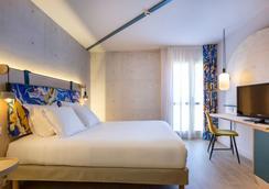 Hôtel Agora Aix Les Bains Hyper Centre - Αιξ-λε-Μπαιν - Κρεβατοκάμαρα