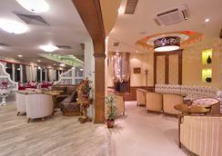 Club Central Hotel - Hissarya - Recepción