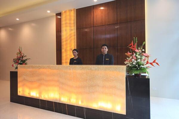 無限塔樓套房酒店 - 馬卡蒂 - 櫃檯