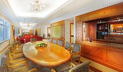 Golden Crown China Hotel - Μακάου - Bar